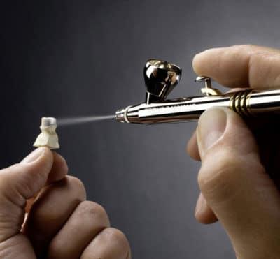 TRENDGALVANO Airbrush-Pistole: Die empfohlene Verwendung der TRENDGALVANO Airbrush-Pistole zum gleichmäßigen Aufsprühen des TRENDGALVANO-Silberleitlacks.